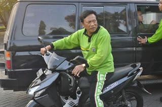 Mobil Dinas Ditabrak Sambari