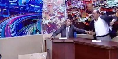 Anggota DPR Mengacungkan Pistol Saat Debat Di TV