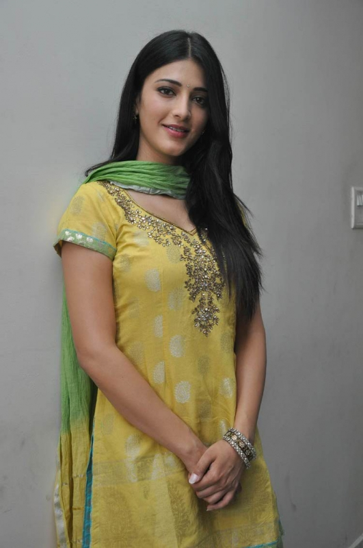 Cute Actress Shruti Hassan in Yellow Shirt and Green Patiala Salwar, Tollywood Girls Online
