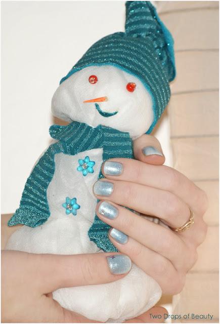 chrismass manicure, новогодний маникюр, голубой и белый