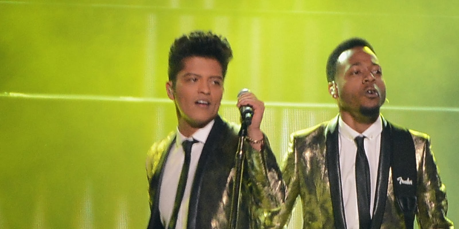 Bruno Mars delivers Superb Super Bowl show!