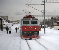 Image of diesel train about the leave Narvik station