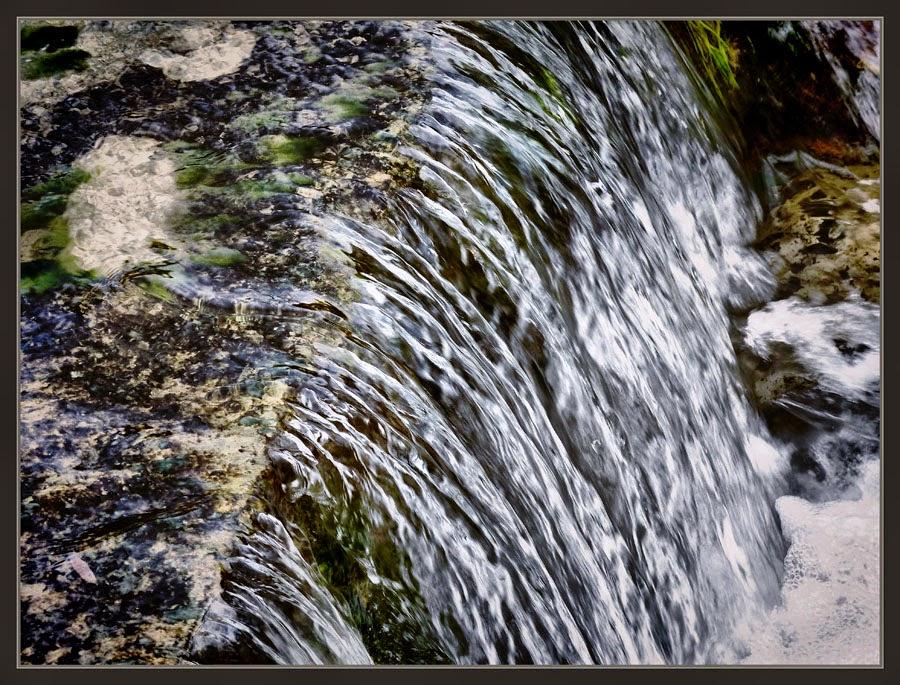 AGUA-CORRIENTE-CAIDA-PASION-MARGANELL-FOTOS-REFLEXIONES-ARTISTA-ERNEST DESCALS-