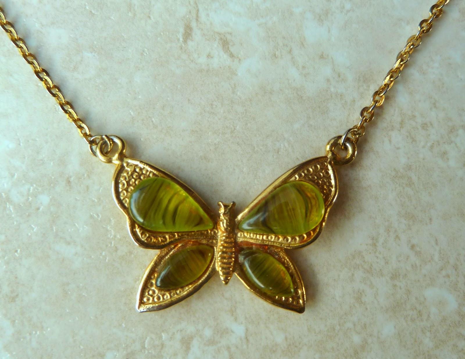 http://www.kcavintagegems.uk/vintage-butterfly-art-glass-choker-necklace-by-exquisite-349-p.asp