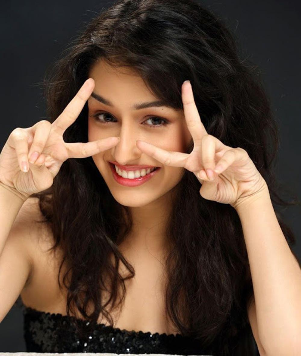 Shraddha Kapoor Next Reunited With Suri For The Thriller Ek Villain 2014 Which Also Sang Song Galliyan