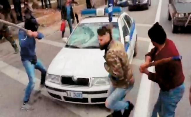 Παρασύρθηκα, λέει τώρα ο 30χρονος που έσπασε το περιπολικό στο Χαϊδάρι (βίντεο)
