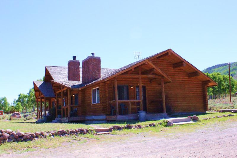 Rental cabins at fish lake utah larkspur 5 person deluxe for Fish lake cabin