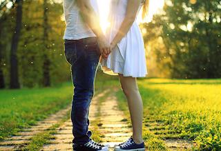 Cara Menjadi Orang yang Romantis