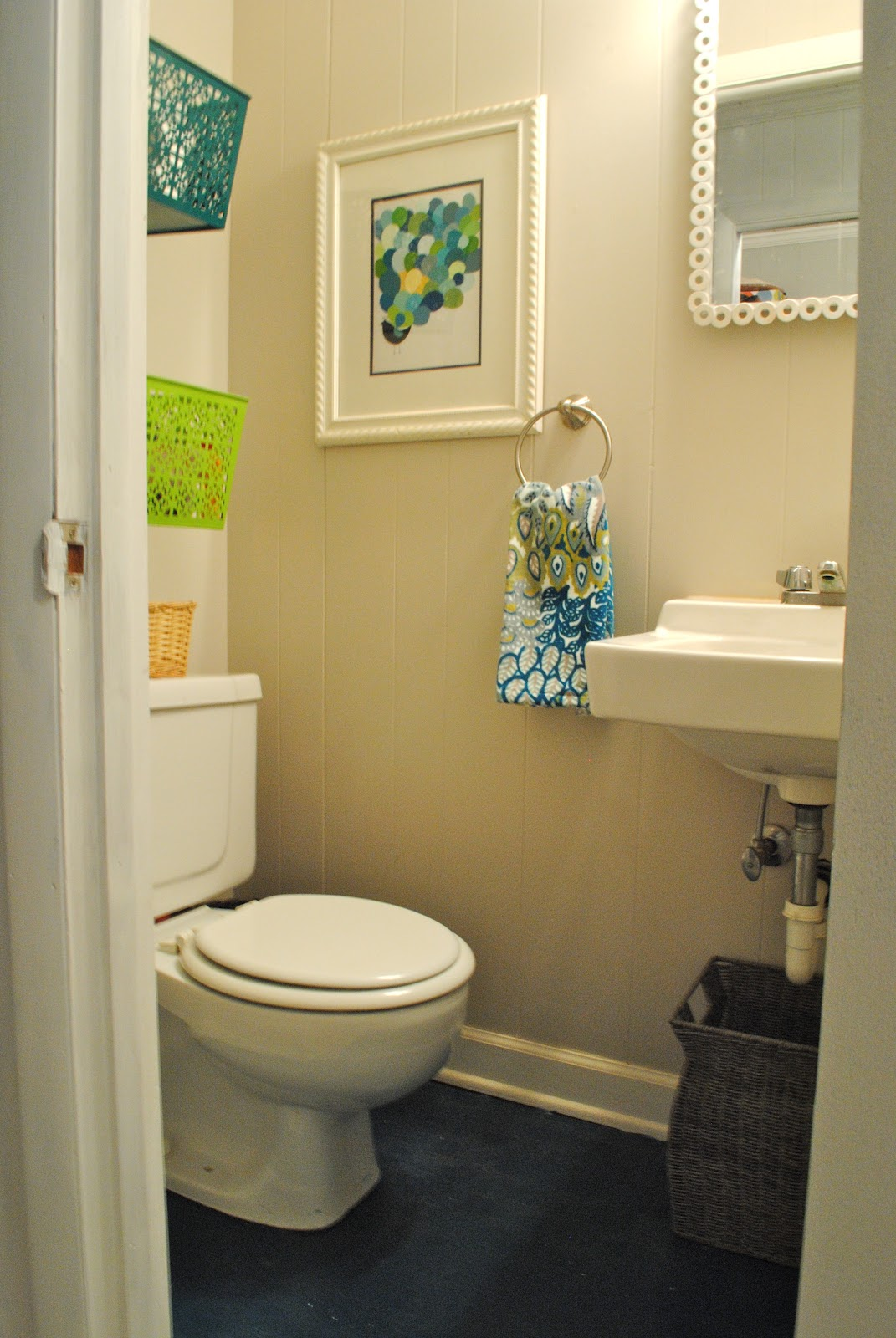 The remodeled life sprucing up the bathroom for Diy bathroom ideas for small spaces