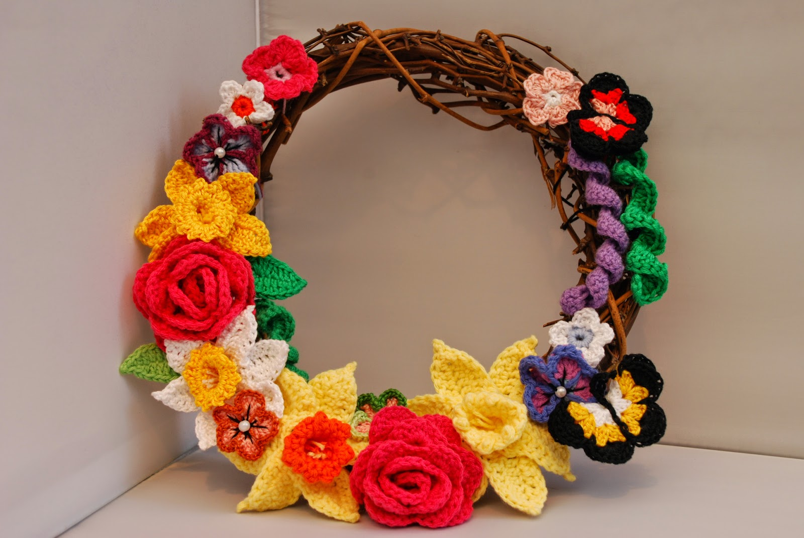 image of crochet Spring wreath