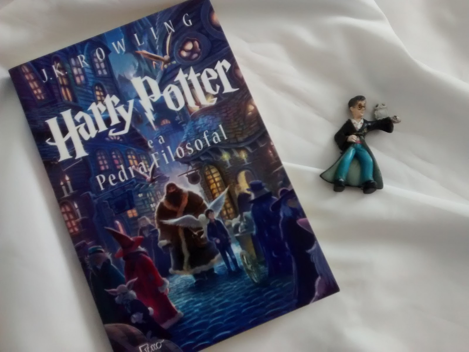 Harry Potter É A Pedra Filosofal intended for resenha: harry potter e a pedra filosofal - j.k. rowling +