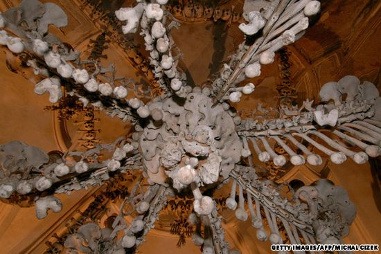 7 Tempat Wisata Paling Menakutkan di Dunia: Kapel Sedlec - Republik Ceko