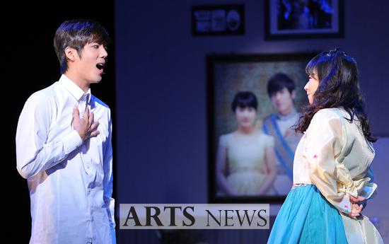 [MUSICAL] 08/04/2011 - KyuJong @ Goong Musical  - Page 4 KJ-Goong-media-03