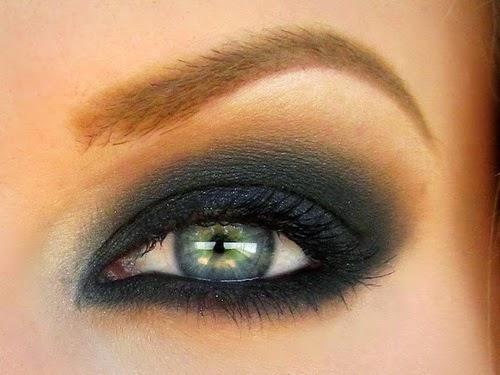 Tus secretos de belleza c mo maquillarse los ojos verdes for Como pintarse los ojos de negro