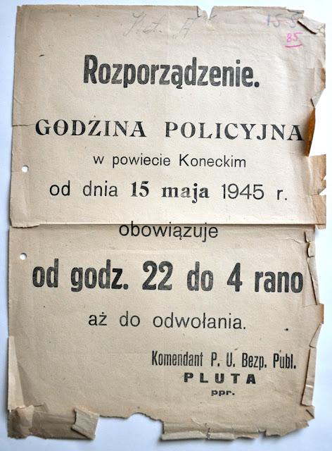 Plakat z 15 maja 1945 roku o wprowadzeniu w powiecie koneckim godziny policyjnej (sic!). Plakat z kolekcji KW.