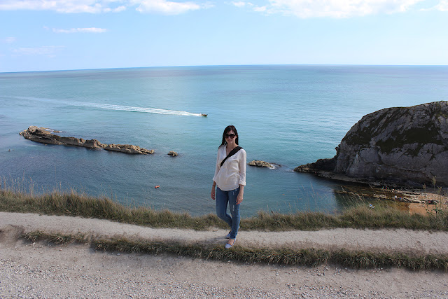above-the-sea-lulworth-cove-climbing-cliffs-todaymywayblog