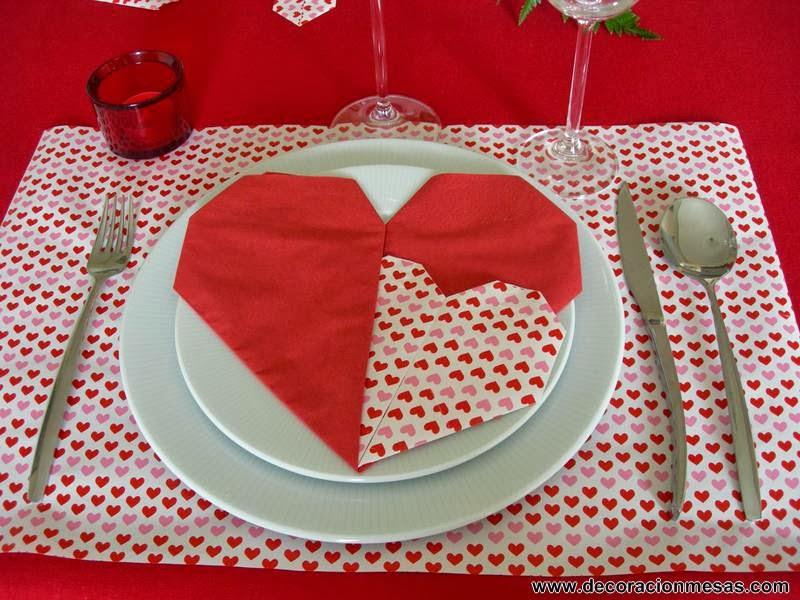 decoracion mesa San Valentin servilletas corazones