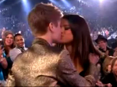 Justin Bieber and Selena Gomez kissing