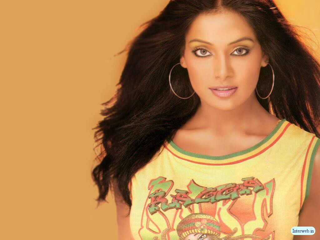 http://3.bp.blogspot.com/-8_-ybsruPXg/TeN27vnXh6I/AAAAAAAAAIc/Ug1ctVzcEmg/s1600/Bollywood+Actress+Wallpaper+super.jpg