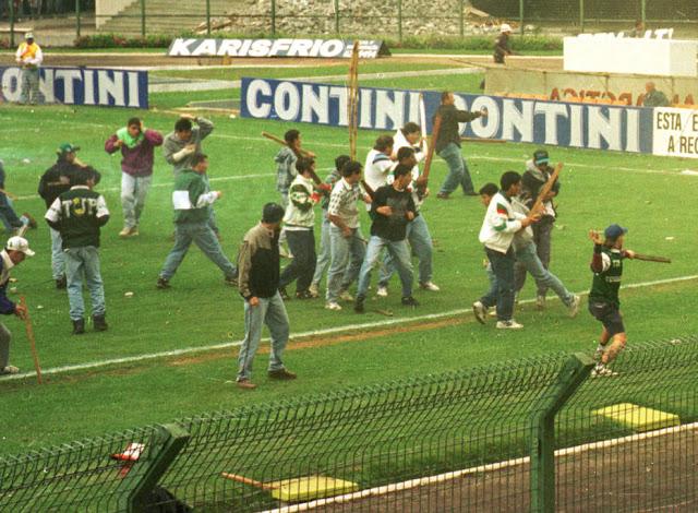 No dia 20 de agosto de 1995, palmeirenses e são-paulinos invadiram o gramado do Pacaembu e começaram uma das brigas mais terríveis da história do futebol brasileiro