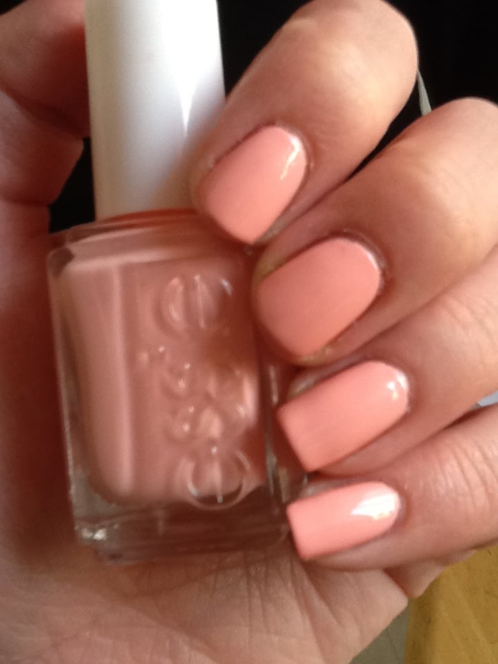 Nat\'s Makeup Stash: Peach Comparison: ESSIE: Van d\'Go and ESSIE ...