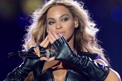 Beyonce and Illuminati pyramid sign