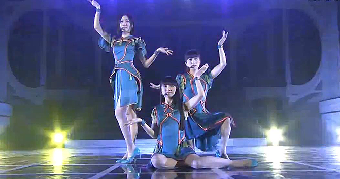 "Perfume perform ""Cling cling"" live 