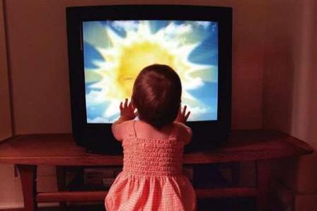 http://3.bp.blogspot.com/-8_ik5QP8IQE/TaROMGAbVBI/AAAAAAAAAAM/hOLEaveQLcE/s1600/Baby+Watching+TV.jpg