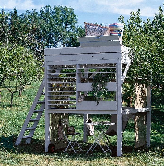 Home garden diy une cabane mezzanine pour le jardin for Porte de cabane de jardin