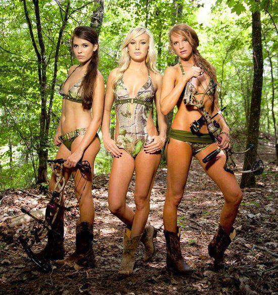 guns Girls in bikinis