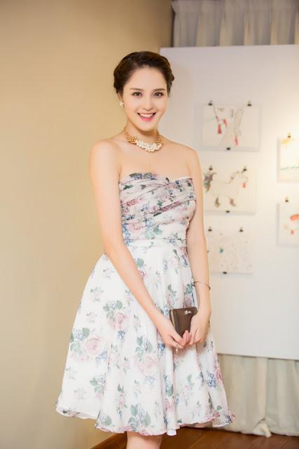 Hoàng Anh năm nay 21 tuổi, có nụ cười tỏa sáng. Sau cuộc thi Hoa hậu 2012, Hoàng Anh chọn lối sống giản dị, không bon chen showbiz.