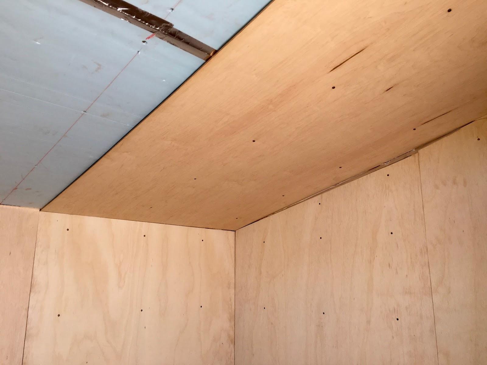 Как сделать потолок из фанеры своими руками 59