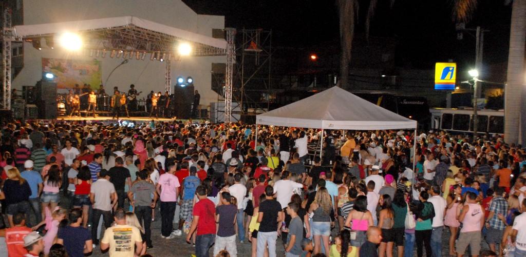 Show de Rodriguinho lota praça em Bonsucesso