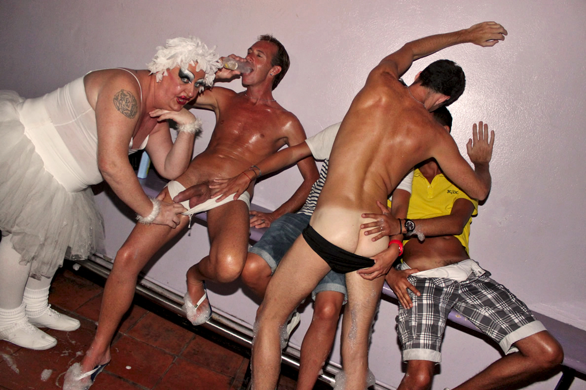from Enrique gay guys australia clubs