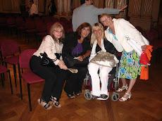 Con Silvia Baglioni, Fabiana Tuñez y Mónica Bianchi, dos de las mujeres distinguidas