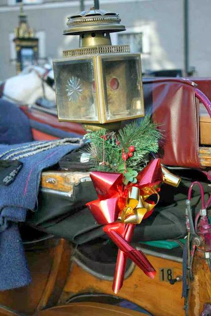 Weihnachtlich geschmückter Fiaker © Copyright Monika Fuchs, TravelWorldOnline