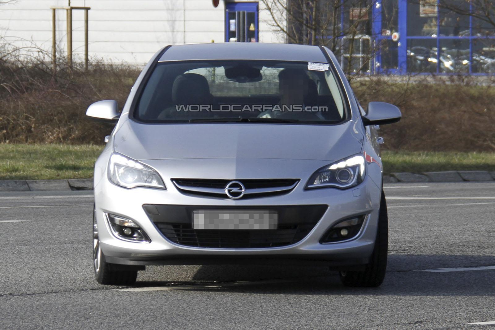motor mania buzz spied 2013 vauxhall opel astra facelift. Black Bedroom Furniture Sets. Home Design Ideas