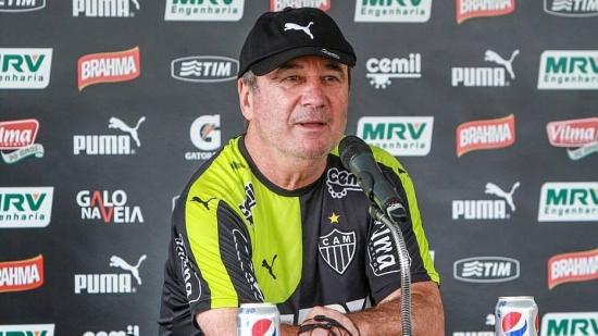 Levir Culpi pode escalar um Atlético mais ofensivo diante da Chapecoense