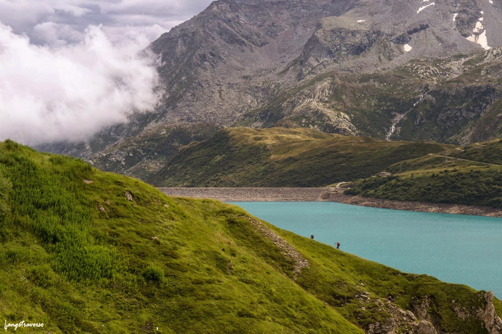 Randonneurs au Lac du Mont-Cenis, Savoie