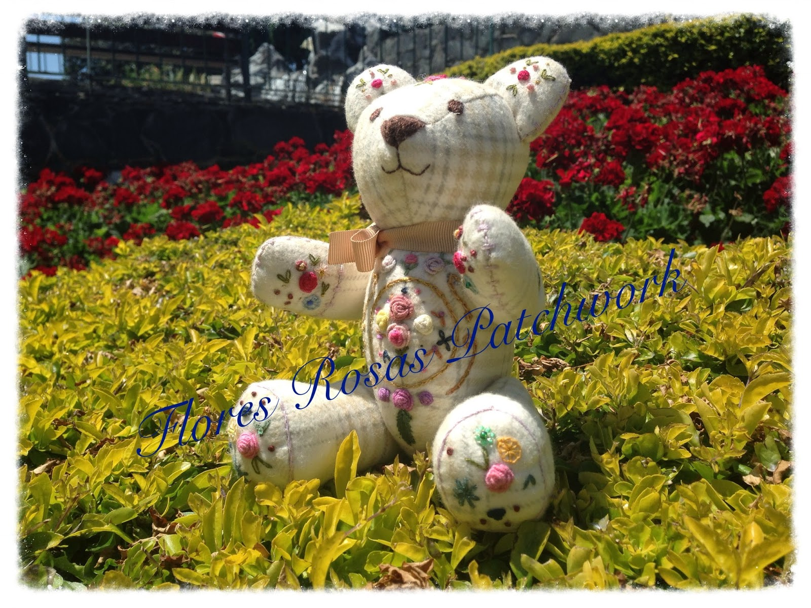 Imágenes de cumpleaños con osito, regalos y flores Mil  - Imagenes De Flores Con Ositos