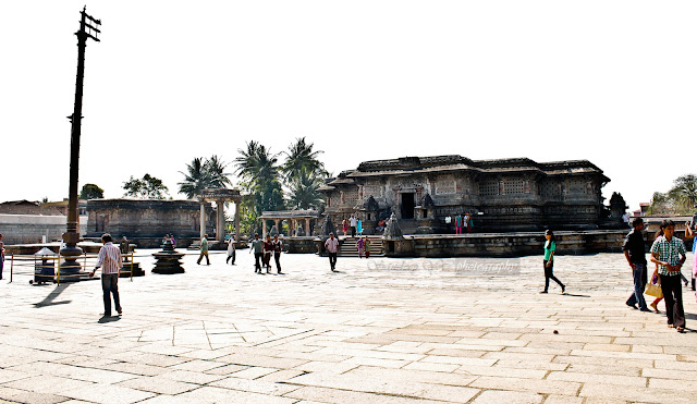 Kappe Chennigaraya temple in the left and Chennakeshava temple on the right. Both look identical