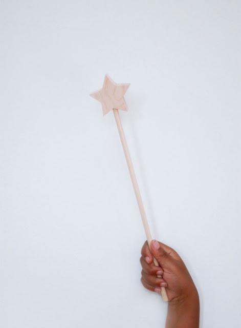 {Kids} Wooden magic wand