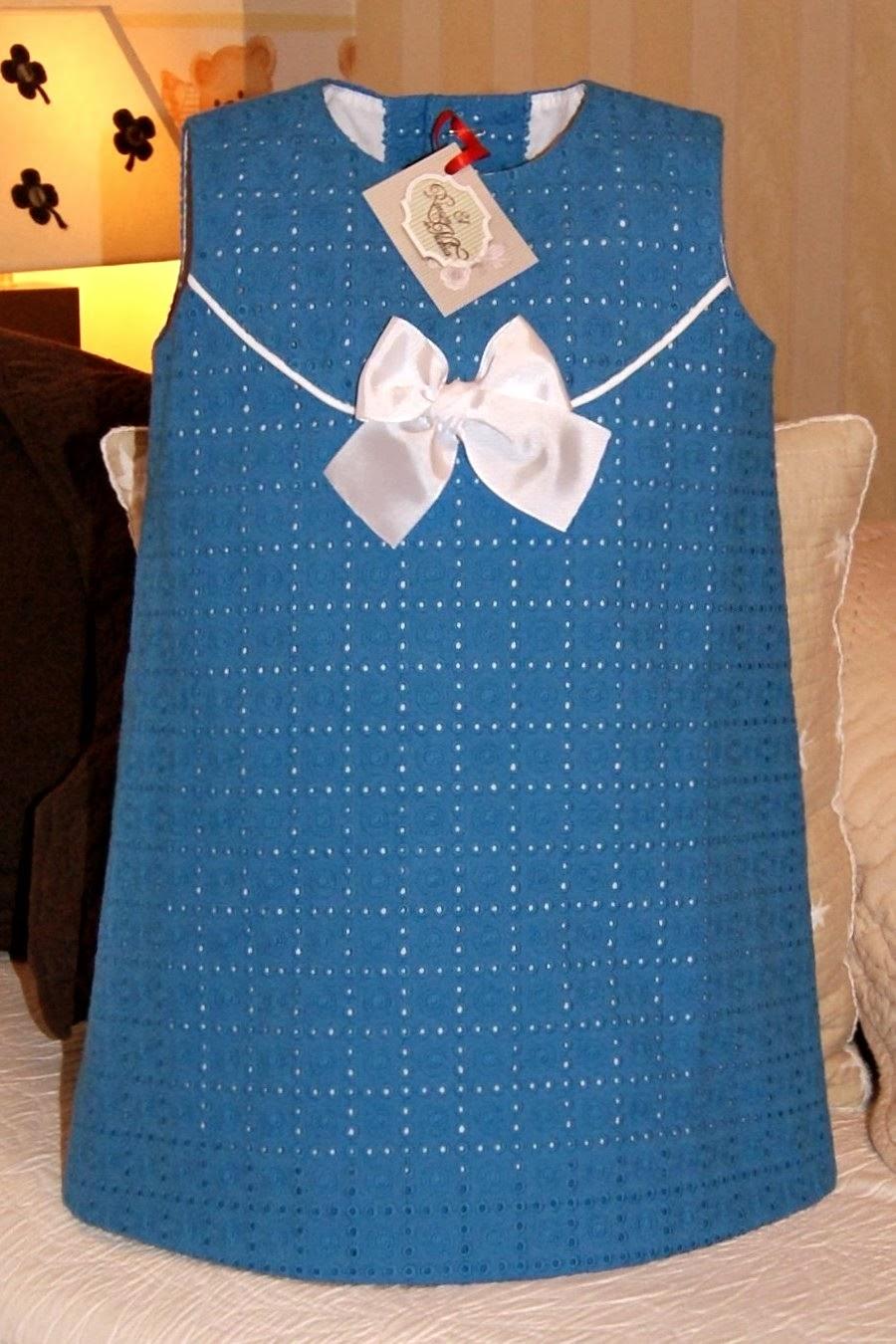 Vestido batista bordada perforada turquesa
