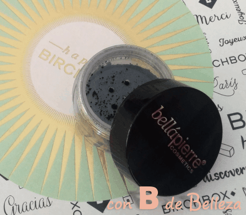 Shimmer powder noir de Bellápierre cosmetics