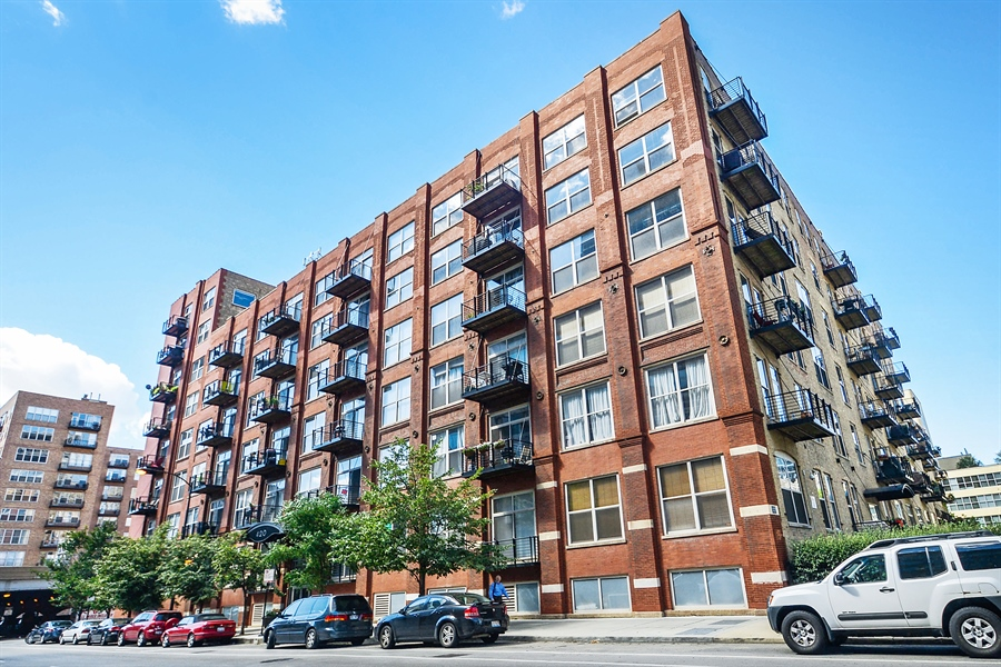 104 All Chicago Lofts The Real Estate Local New For Sale West Loop Timber Loft With Parking Included 420 South Clinton Unit 511a Asking 229 900