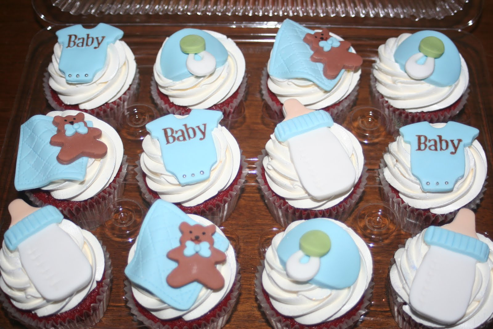 tara 39 s piece of cake it 39 s a boy baby shower cupcakes