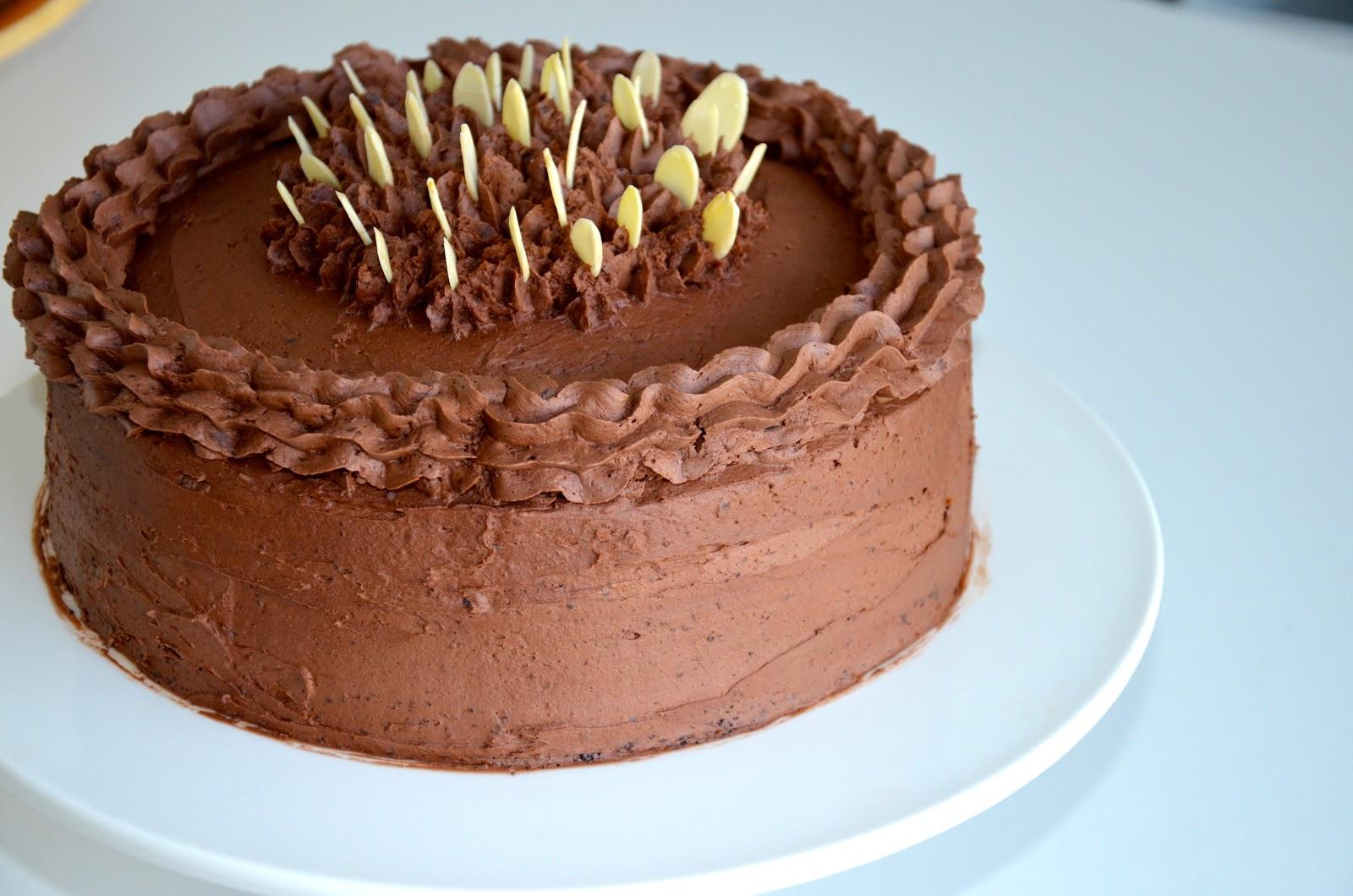 eat vegan: DECADENT VEGAN CHOCOLATE BIRTHDAY CAKE