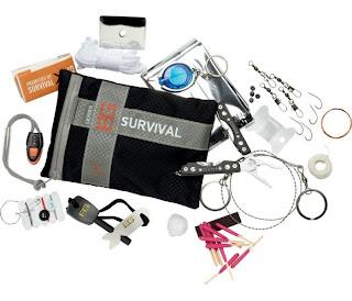 kit survie ouvert Bear Grylls