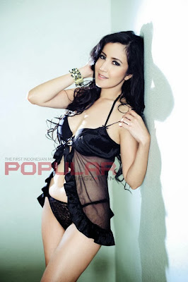 Gambar Bugil Foto Andi Soraya di Majalah Popular