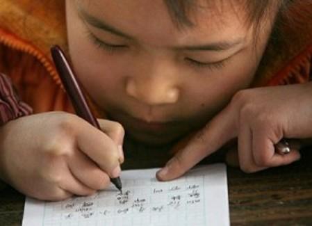 HEMISFERIO DERECHO: El niño escribiendo
